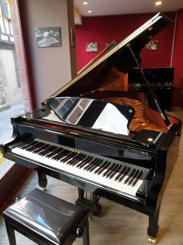 Piano de location Yamaha C3